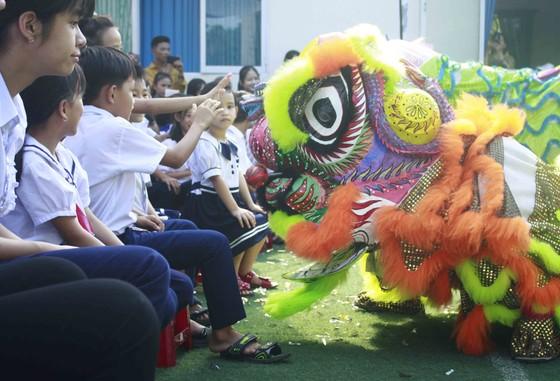 Tết Trung thu ở Trung tâm Nuôi dạy trẻ khuyết tật Võ Hồng Sơn ảnh 5