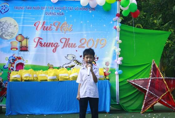 Tết Trung thu ở Trung tâm Nuôi dạy trẻ khuyết tật Võ Hồng Sơn ảnh 7