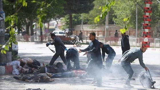 9 nhà báo thiệt mạng trong 2 vụ đánh bom liên tiếp ở Afghanistan  ảnh 1