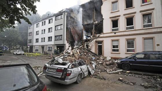 Nổ lớn phá hủy tòa nhà chung cư ở Đức ảnh 1