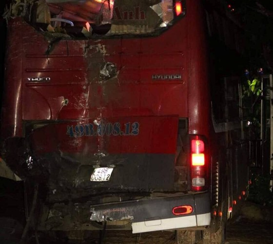 Hai xe khách giường nằm tông nhau, 24 người bị thương nặng ảnh 3