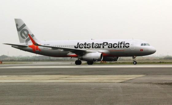 Nam hành khách mở cửa thoát hiểm máy bay bị phạt 2 triệu đồng ảnh 1