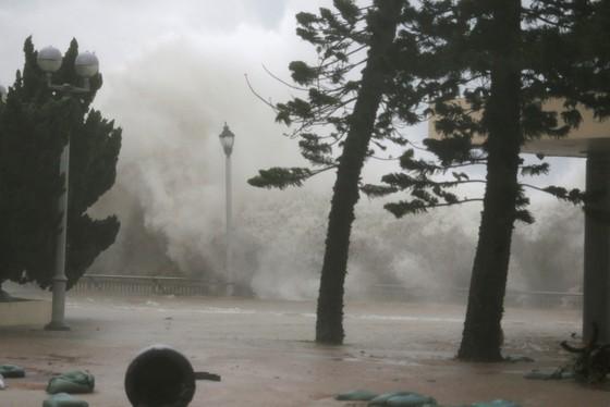 Bão số 6 đổ bộ vào phía Nam Trung Quốc, nguy cơ xảy ra lũ quét ở các tỉnh miền núi phía Bắc ảnh 2