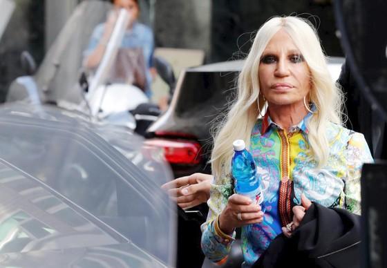 Michael Kors thâu tóm Versace với giá hơn 2 tỷ USD   ảnh 1