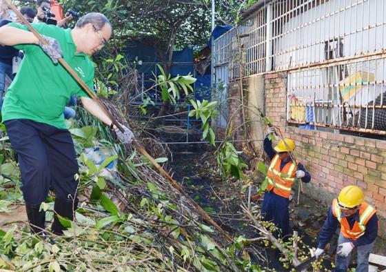TPHCM phát động toàn dân không xả rác ra đường và kênh rạch ảnh 1