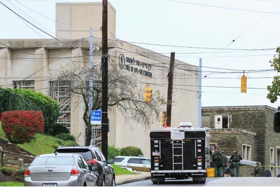 11 người chết trong vụ xả súng ở giáo đường Do Thái tại Mỹ ảnh 1