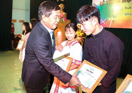 """Quỹ hỗ trợ giáo dục Lê Mộng Đào trao tặng hơn 1,5 tỷ đồng học bổng """"Đồng hành chắp cánh ước mơ"""" 2018 ảnh 2"""