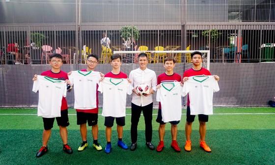 Công Vinh truyền cảm hứng bóng đá cho học sinh NHG ảnh 4