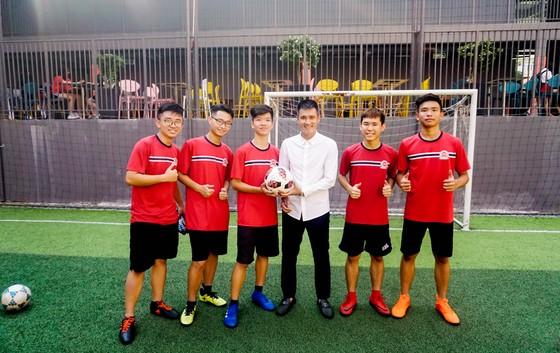 Công Vinh truyền cảm hứng bóng đá cho học sinh NHG ảnh 2