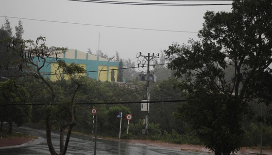 Cần Giờ mưa to, gió giật mạnh, phà Bình Khánh phải hoạt động để cấp cứu bệnh nhân ảnh 4
