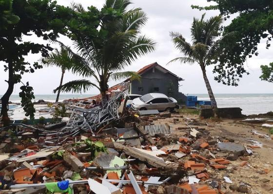 Sóng thần bất ngờ xảy ra ở Indonesia, gần 1.000 người thương vong ảnh 4