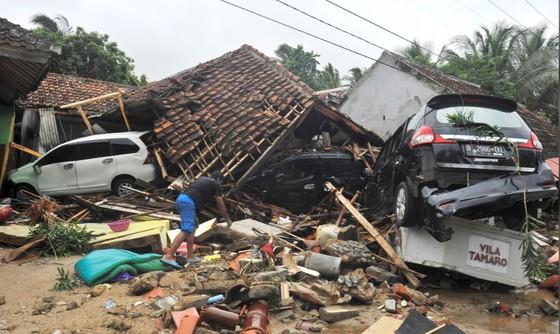 Sóng thần bất ngờ xảy ra ở Indonesia, gần 1.000 người thương vong ảnh 1