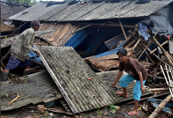 Sóng thần bất ngờ xảy ra ở Indonesia, gần 1.000 người thương vong ảnh 5