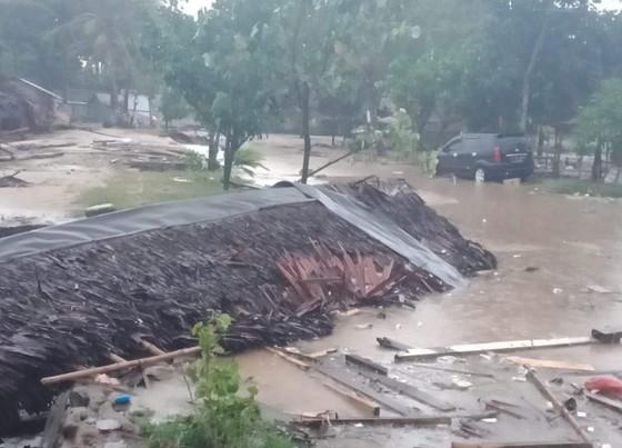 Sóng thần bất ngờ xảy ra ở Indonesia, gần 1.000 người thương vong ảnh 9