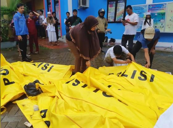 Sóng thần bất ngờ xảy ra ở Indonesia, gần 1.000 người thương vong ảnh 3