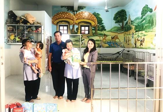 Công ty TNHH Nhà nước MTV Yến Sào Khánh Hòa thăm và trao quà cho các em có hoàn cảnh khó khăn ảnh 1