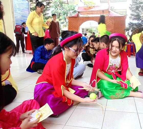 Hào hứng học văn qua lễ hội trò chơi dân gian ảnh 1