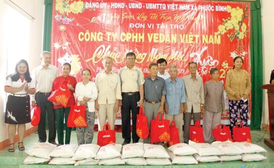 Ấm áp tình xuân, Vedan Việt Nam trao tặng hơn 1.000 phần quà tết cho người dân có hoàn cảnh khó khăn ảnh 1
