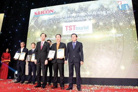 """TST Tourist 12 năm liên tiếp đạt giải thưởng """"Thương hiệu vàng"""" ảnh 1"""