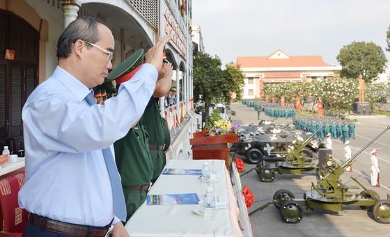 Bí thư Thành ủy TPHCM Nguyễn Thiện Nhân: Xây dựng TPHCM thành khu vực phòng thủ vững chắc ảnh 1