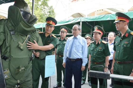 Bí thư Thành ủy TPHCM Nguyễn Thiện Nhân: Xây dựng TPHCM thành khu vực phòng thủ vững chắc ảnh 4