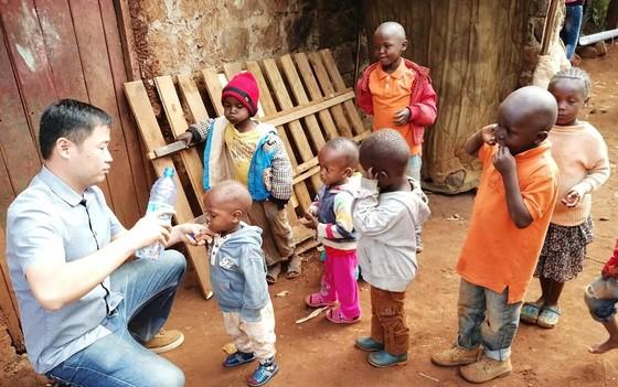 Tận tâm giúp trẻ em nghèo ở Kenya ảnh 1
