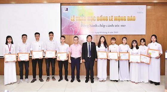 Trao 36 suất học bổng Lê Mộng Đào cho sinh viên Đại học Xây dựng ảnh 1