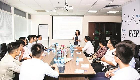 Trao 36 suất học bổng Lê Mộng Đào cho sinh viên Đại học Xây dựng ảnh 2