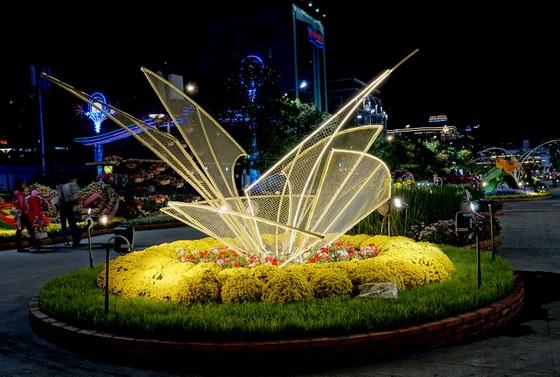 Cận cảnh đường hoa Nguyễn Huệ lung linh trước ngày khai mạc ảnh 6