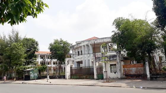 Một ngôi trường bị bỏ hoang, lãng phí  ảnh 1