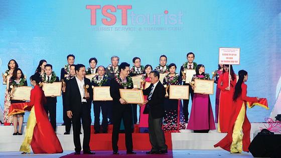 TST tourist nhận bằng khen của UBND TPHCM: 5 năm liên tục đạt giải thưởng du lịch TPHCM từ năm 2013  ảnh 1