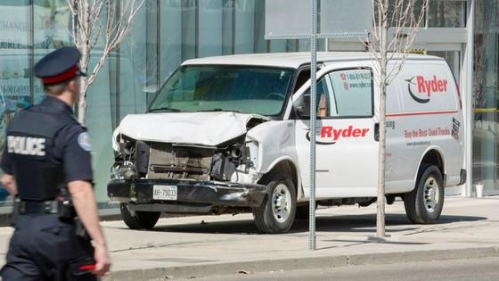 Vụ đâm xe khiến khoảng 25 người thương vong tại Canada: Không loại trừ khả năng khủng bố? ảnh 2