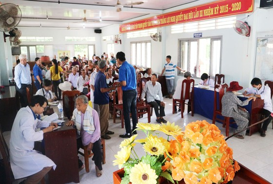 Hết lòng vì người nghèo, học sinh khó khăn miền cù lao đất mặn Tân Thạnh, Tiền Giang ảnh 1