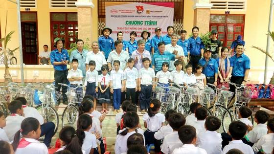 Hết lòng vì người nghèo, học sinh khó khăn miền cù lao đất mặn Tân Thạnh, Tiền Giang ảnh 5