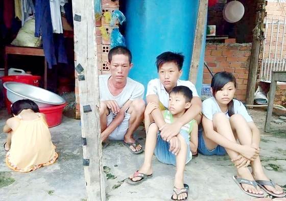 Người cha bệnh tật và 4 con thơ  ảnh 1