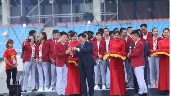 """HLV Park Hang-seo: """"Chúng tôi sẽ nỗ lực để giành chiến thắng ở AFF Cup"""" ảnh 16"""