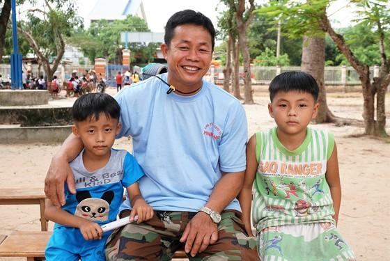 Niềm vui đến trường ở xóm Việt kiều ảnh 1