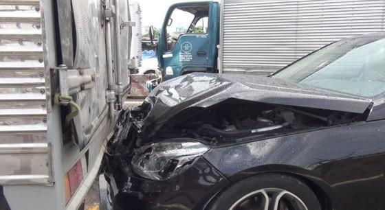 1號國道追尾事故致交通堵塞 ảnh 1