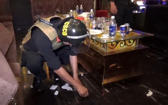 Phát hiện gần 40 người dương tính với ma túy tại quán karaoke lớn nhất TP Rạch Giá ảnh 2