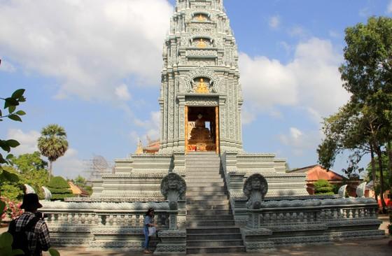Ngôi chùa thu hút đông đảo giới trẻ miền Tây kéo đến check-in ảnh 6