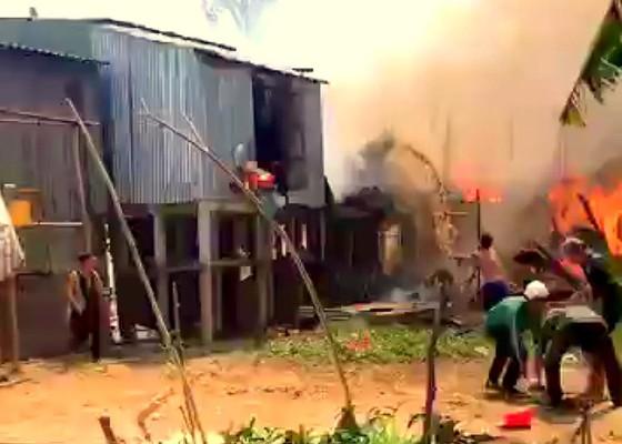 An Giang: Hỏa hoạn thiêu rụi 10 căn nhà của người dân ảnh 1