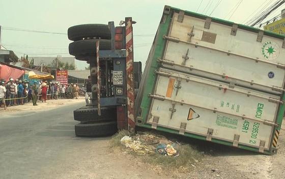 Vụ 3 người chết thảm dưới thùng xe container: Khởi tố tài xế ảnh 1