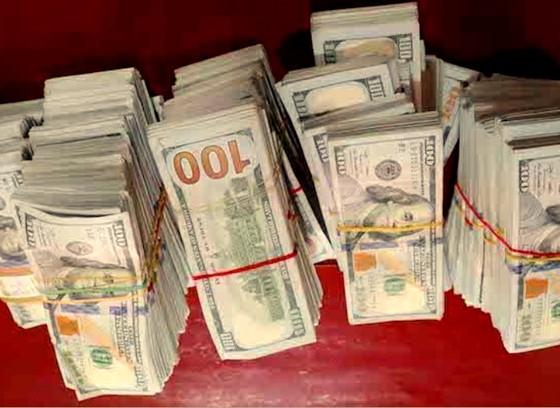 Tìm chủ nhân số tiền 470.000 USD bỏ lại tại khu vực giáp biên giới Campuchia ảnh 1