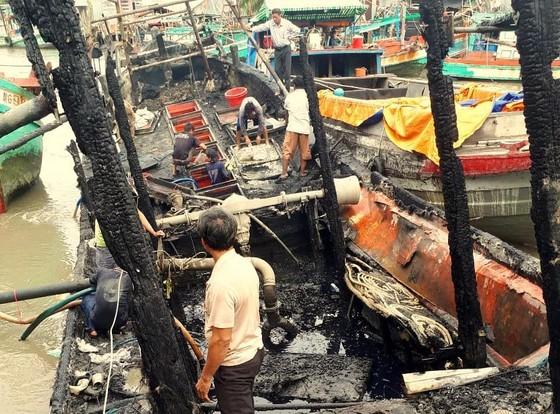 Ba tàu cá của ngư dân Kiên Giang bị cháy rụi ảnh 1