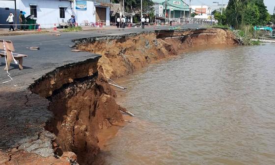 85m Quốc lộ 91 đổ sụp xuống sông Hậu ảnh 1
