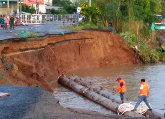 85m Quốc lộ 91 đổ sụp xuống sông Hậu ảnh 2