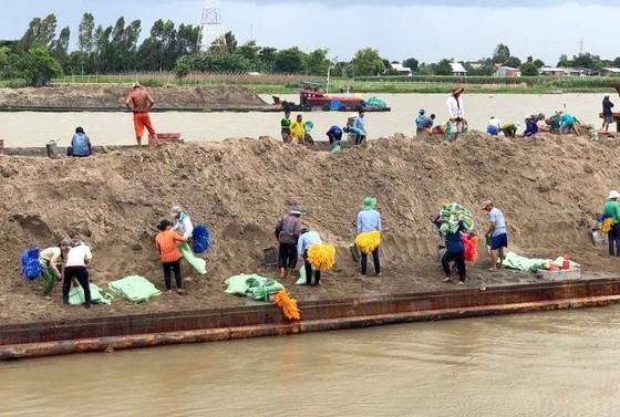 An Giang tiếp tục ban bố tình huống khẩn cấp sạt lở tại Tỉnh lộ 946 ảnh 1