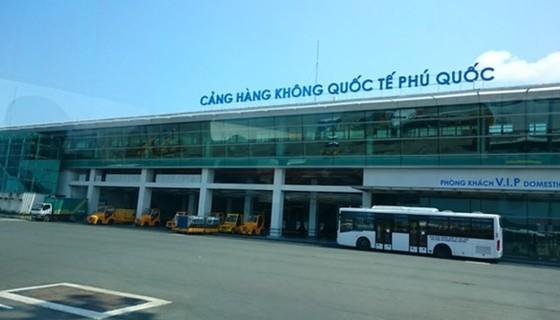 Tăng 14 chuyến bay giải tỏa khách đang mắc kẹt tại Phú Quốc ảnh 1