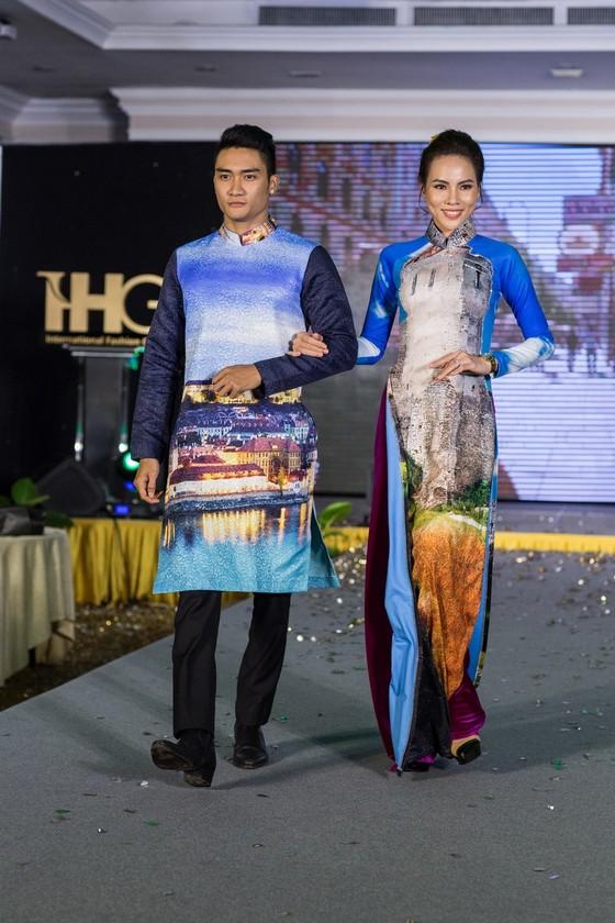 Hoa hậu Áo trình diễn trang phục dân tộc tại Việt Nam ảnh 10