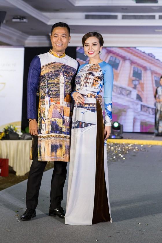 Hoa hậu Áo trình diễn trang phục dân tộc tại Việt Nam ảnh 11